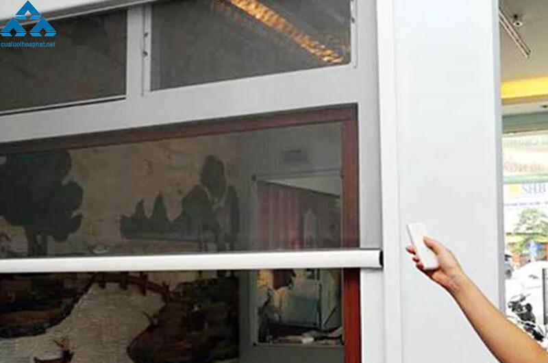 Cửa lưới chống muỗi dùng cho cửa sổ dạng tự cuốn thông minh của Hòa Phát