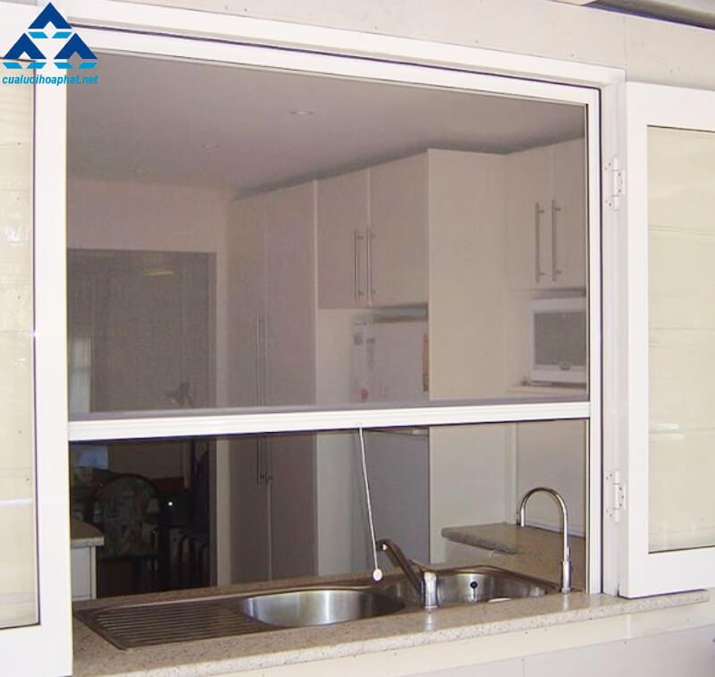 Bộ cửa lưới tự cuốn được lắp đặt tại khu bếp