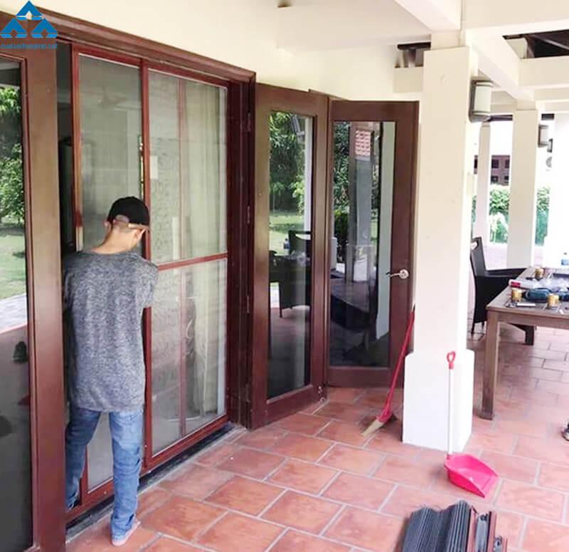 Quy trình lắp đặt cửa chống muỗi Hòa Phát